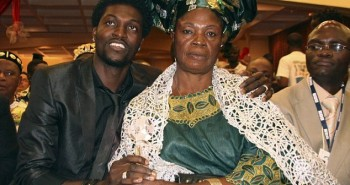 adebayor_and_mom